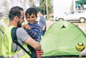 A volunteer with a refugee